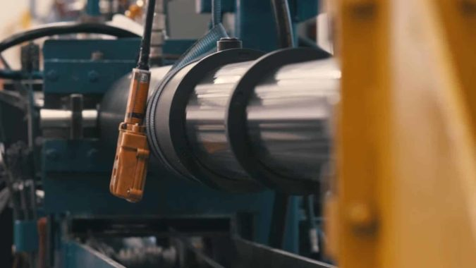 What is the difference between double acting and single acting cylinders?